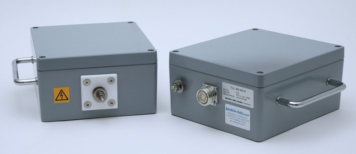 RF Transformer UU-41-3, views from front and rear